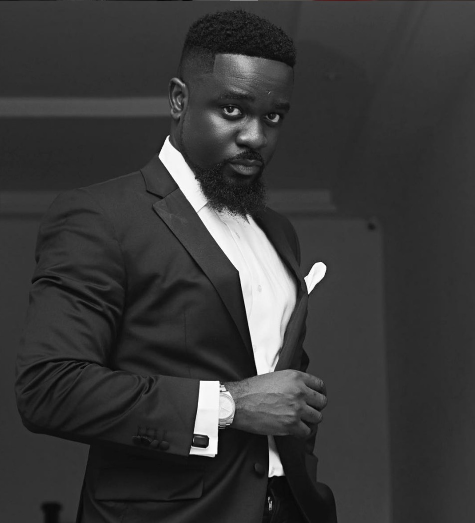 Sarkodie hilariously reveals my mum gave her phone to a repairer to fix twitter on it